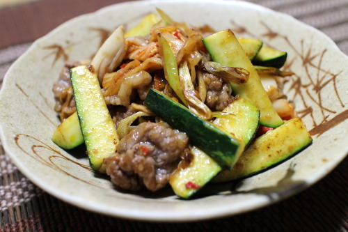 今日のキムチ料理レシピ:ズッキーニと牛肉のキムチ炒め