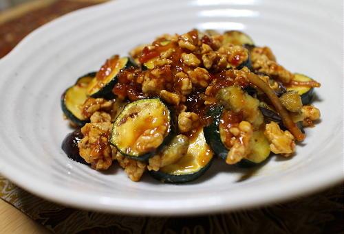 今日のキムチ料理レシピ:茄子とズッキーニのピリ辛ひき肉炒め