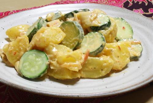 今日のキムチ料理レシピ:ズッキーニとじゃがいものキムチサラダ