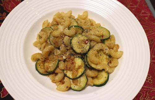 今日のキムチ料理レシピ:ズッキーニのキムチマカロニ