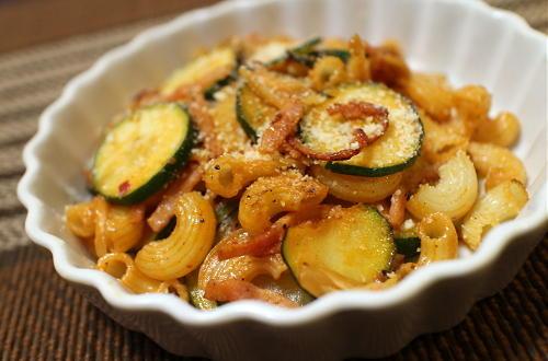 今日のキムチ料理レシピ:ズッキーニとキムチのパスタ