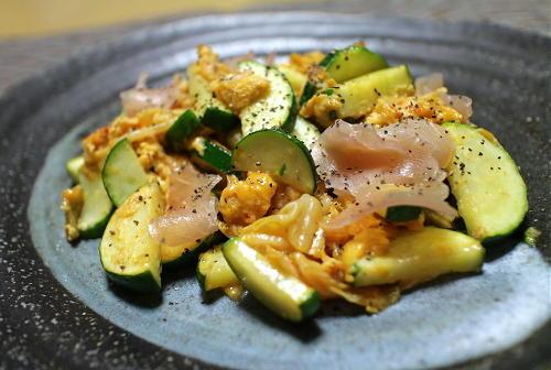 今日のキムチ料理レシピ:ズッキーニとキムチの卵炒め