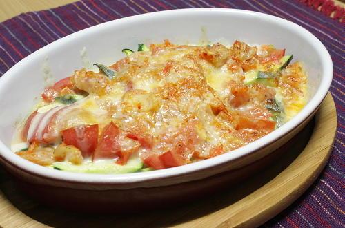 今日のキムチ料理レシピ:ズッキーニとトマトのキムチチーズ焼き